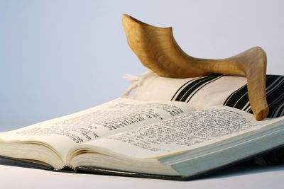 Rosh hashanah and yom kippur greetings learn a typical prayer service for the jewish new year m4hsunfo