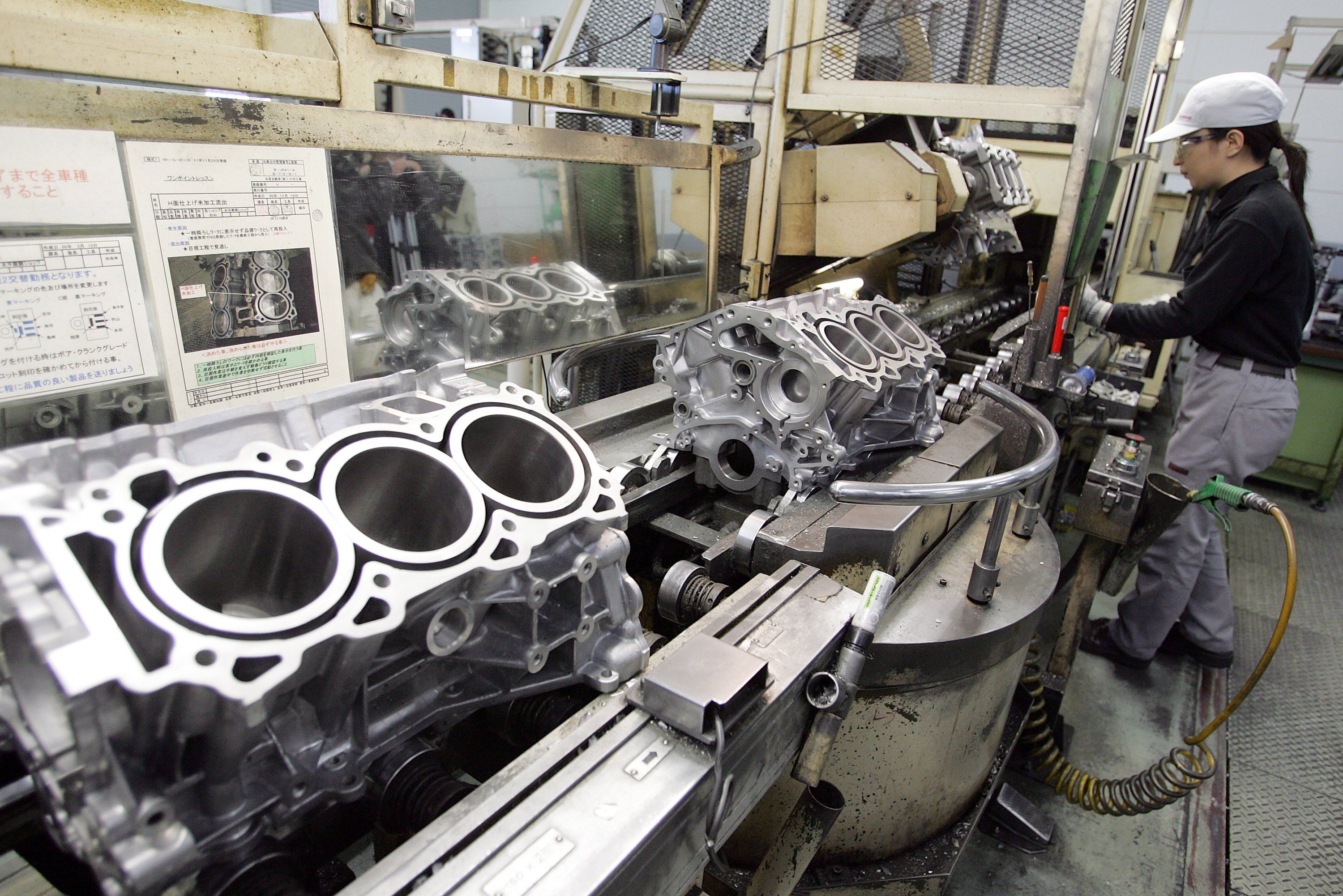 4 Engine Parts Pistons Cylinders Rods And A Crankshaft V16 Diagram Woman On Product Line Making