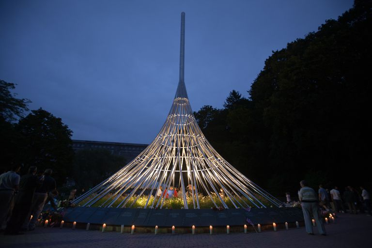 109 intertwined stainless steel strands in tent-like structure rising 80 feet, lit from within, surrounded by candles