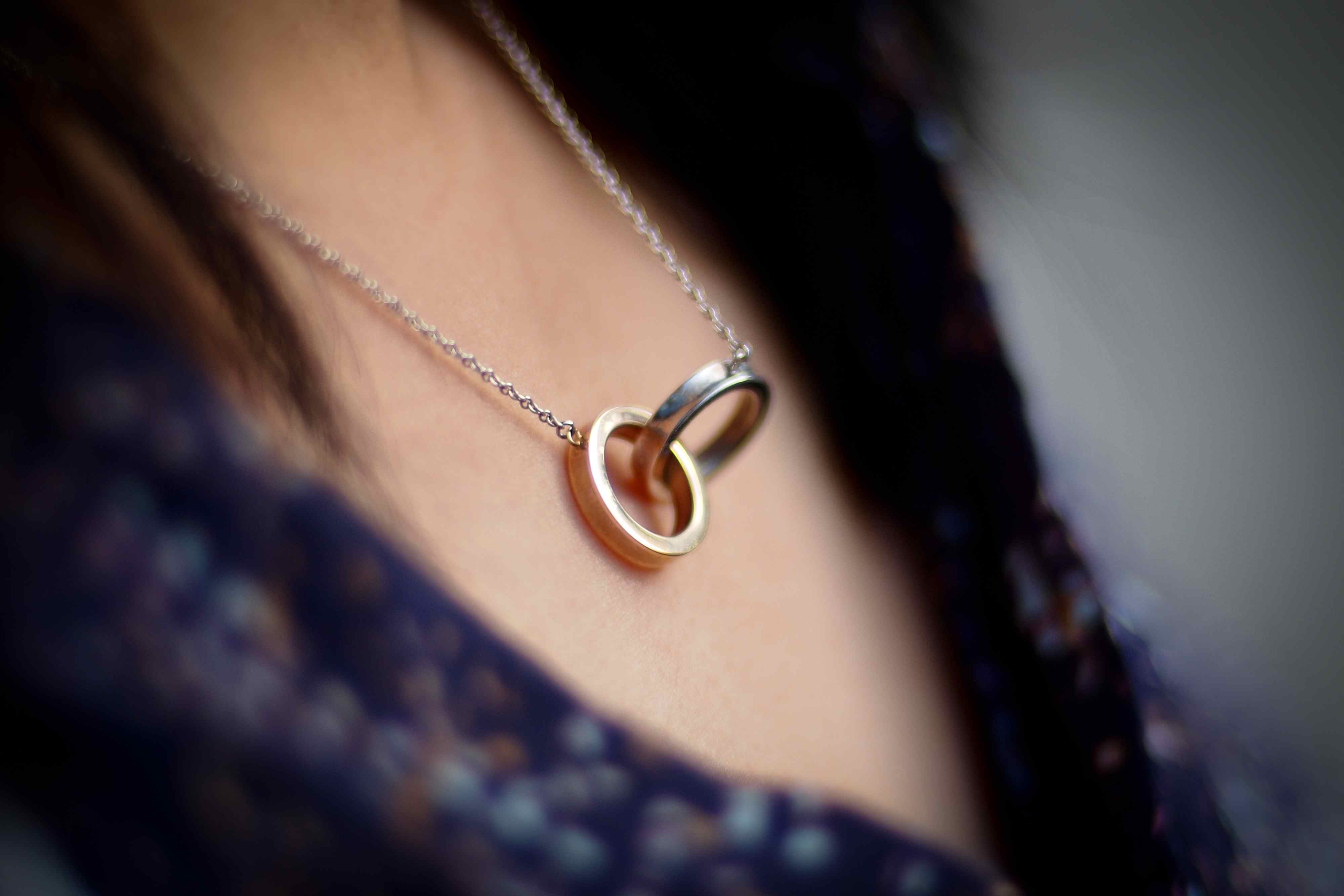 Necklace with two interlocking rings