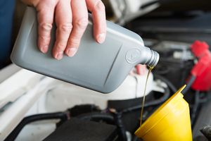 Chemistry in everyday life for Can you mix synthetic and regular motor oil