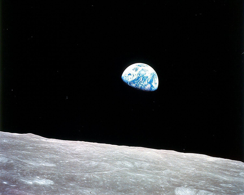 地球の出-アポロ8号