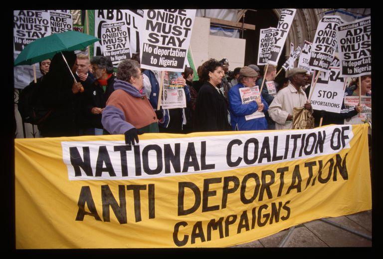 Los migrantes pueden batallar en corte los procedimientos de deportación