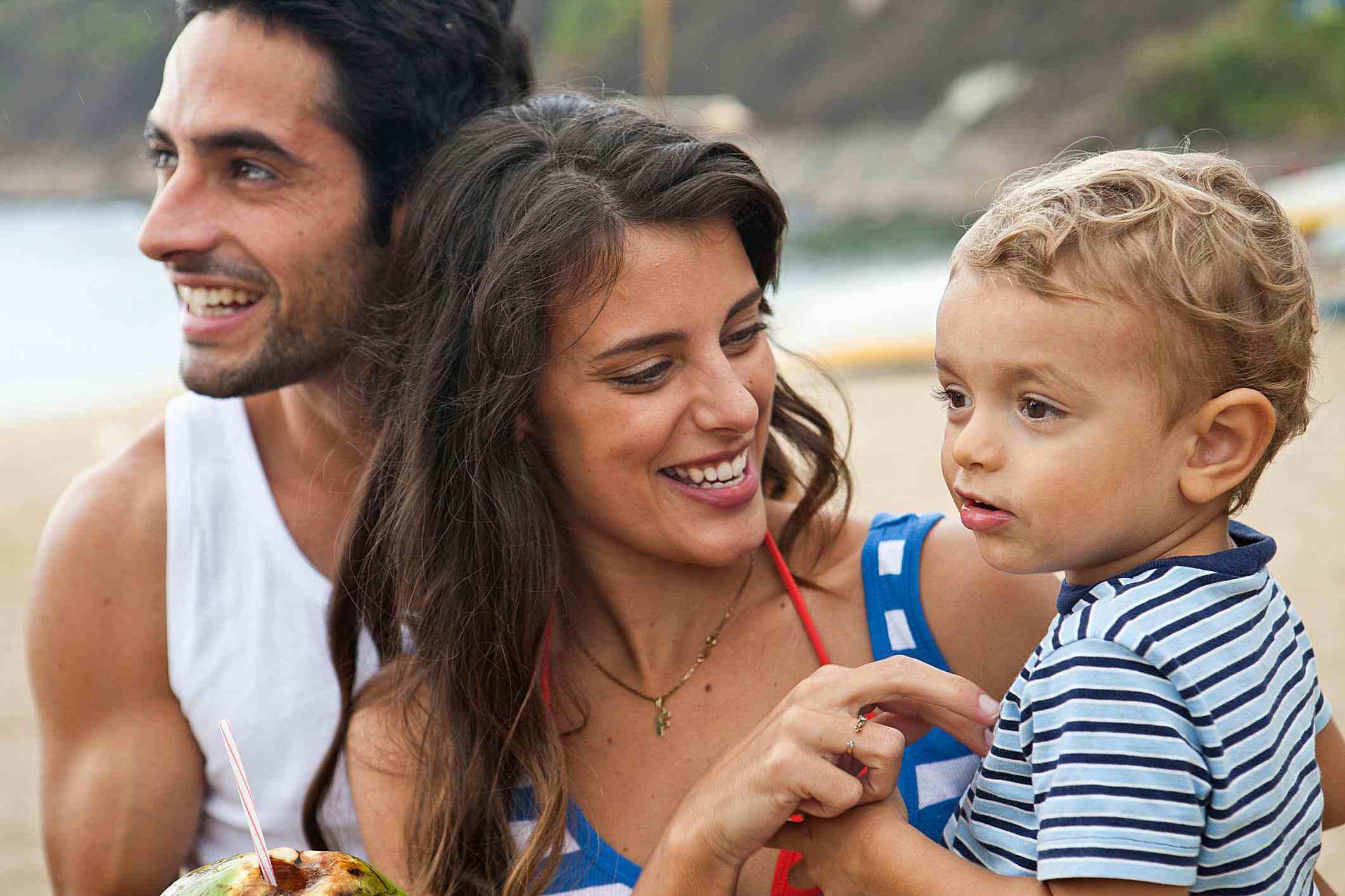 Familia hispana con visa de turista