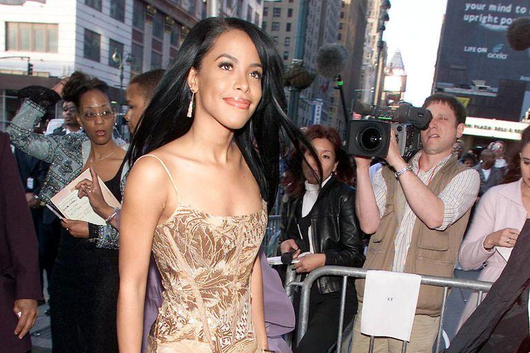 Essence Awards 2001 - Aaliyah