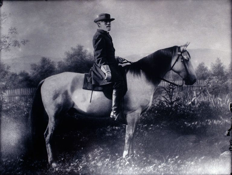 General Robert E. Lee mounted on horseback in black and white.