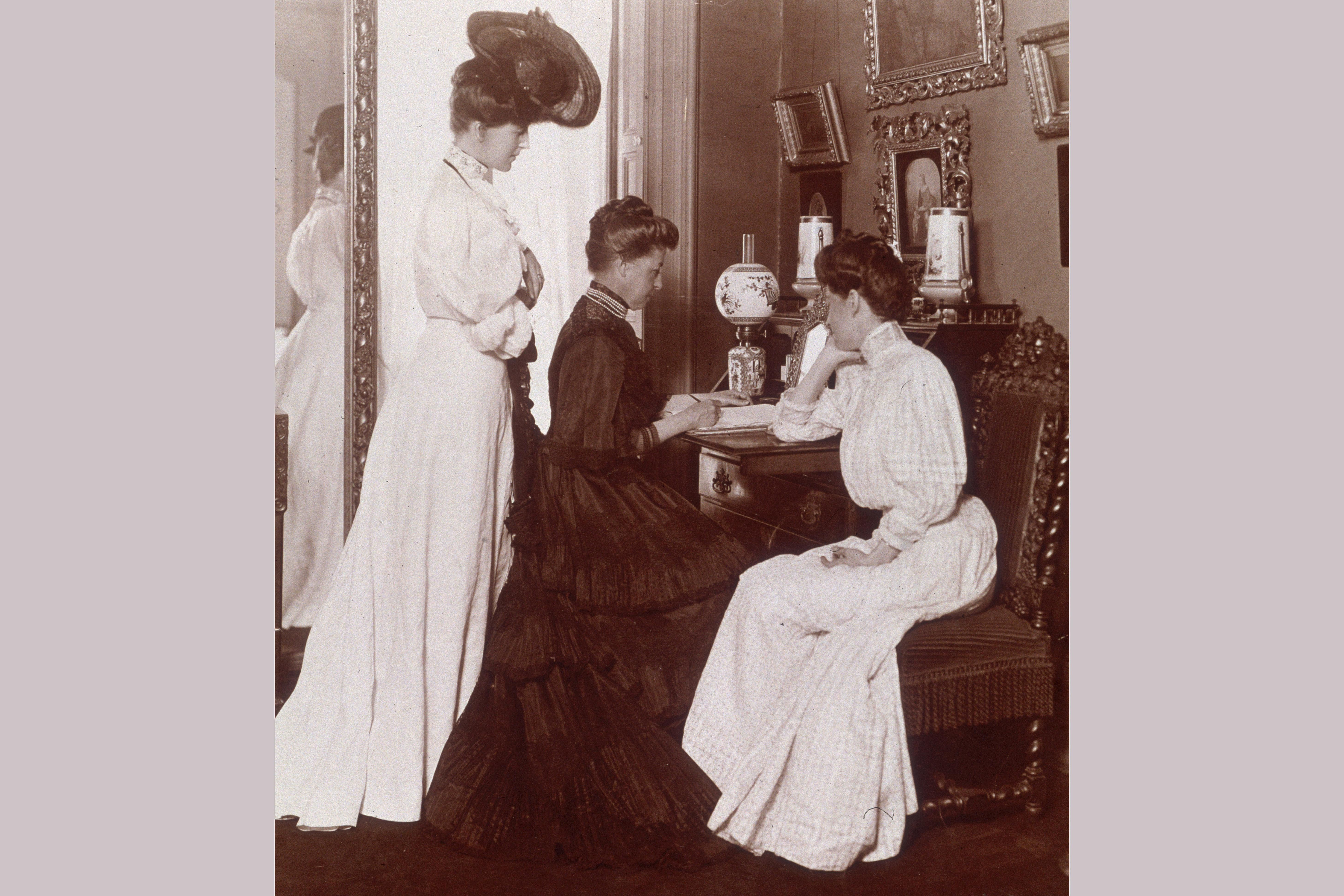 Writers Alice Maud Duer, Mrs. James Gore King Duer and Caroline King Duer, at home