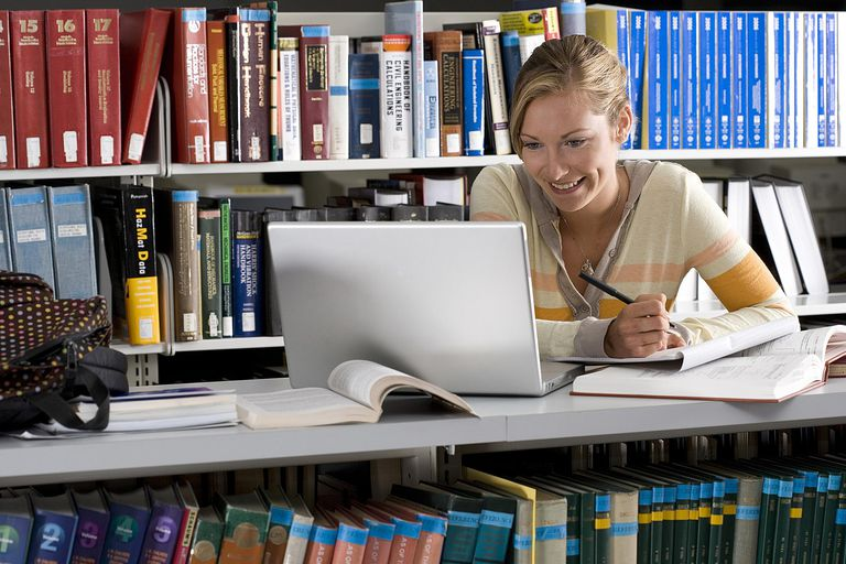 Student in library - Bounce - Cultura - Getty Images 87182052