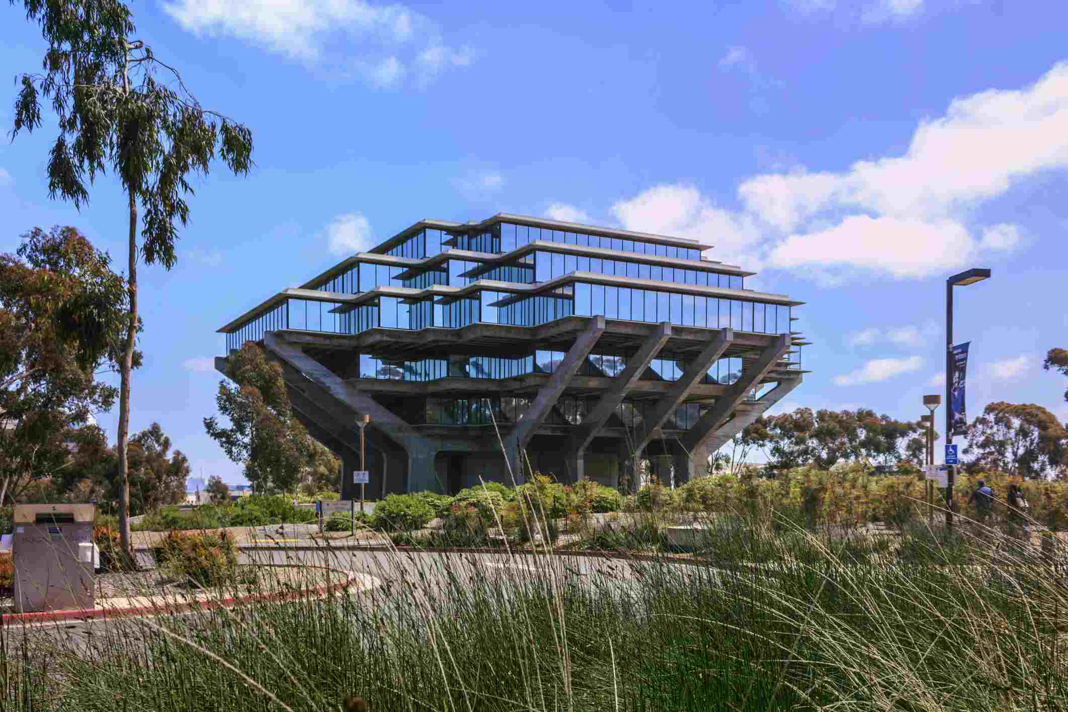 The Geisel Library on Gilman Drive in the campus of the University of California, San Diego (UCSD).