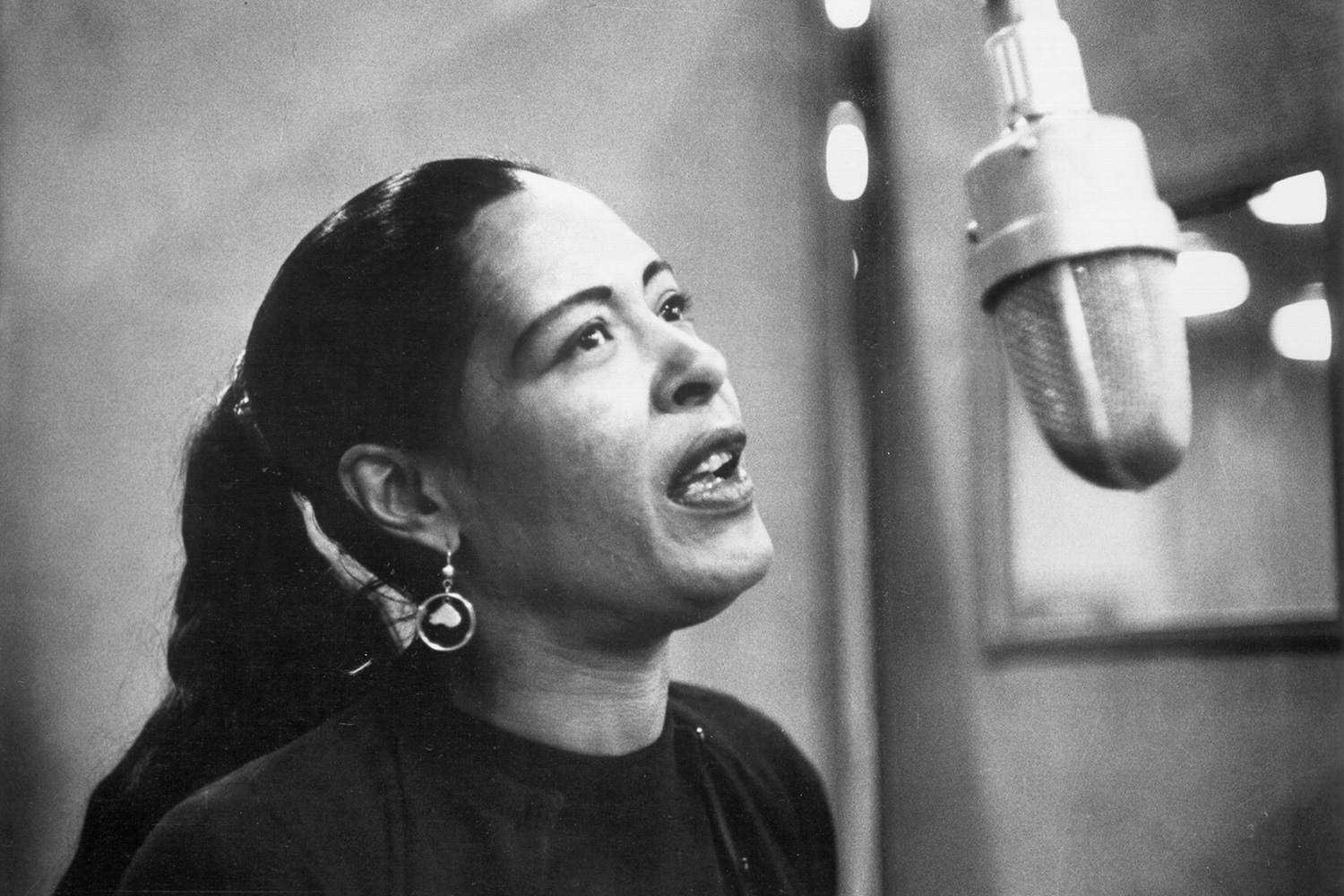 Billie Holiday was a legendary jazz singer, with a career spanning nearly thirty years.