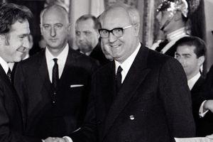 President Giuseppe Saragat shaking hands