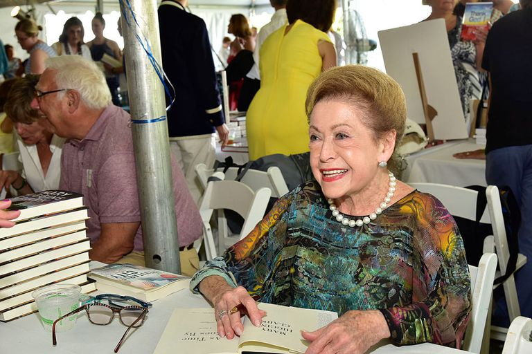 Mary Higgins Clark signing a book