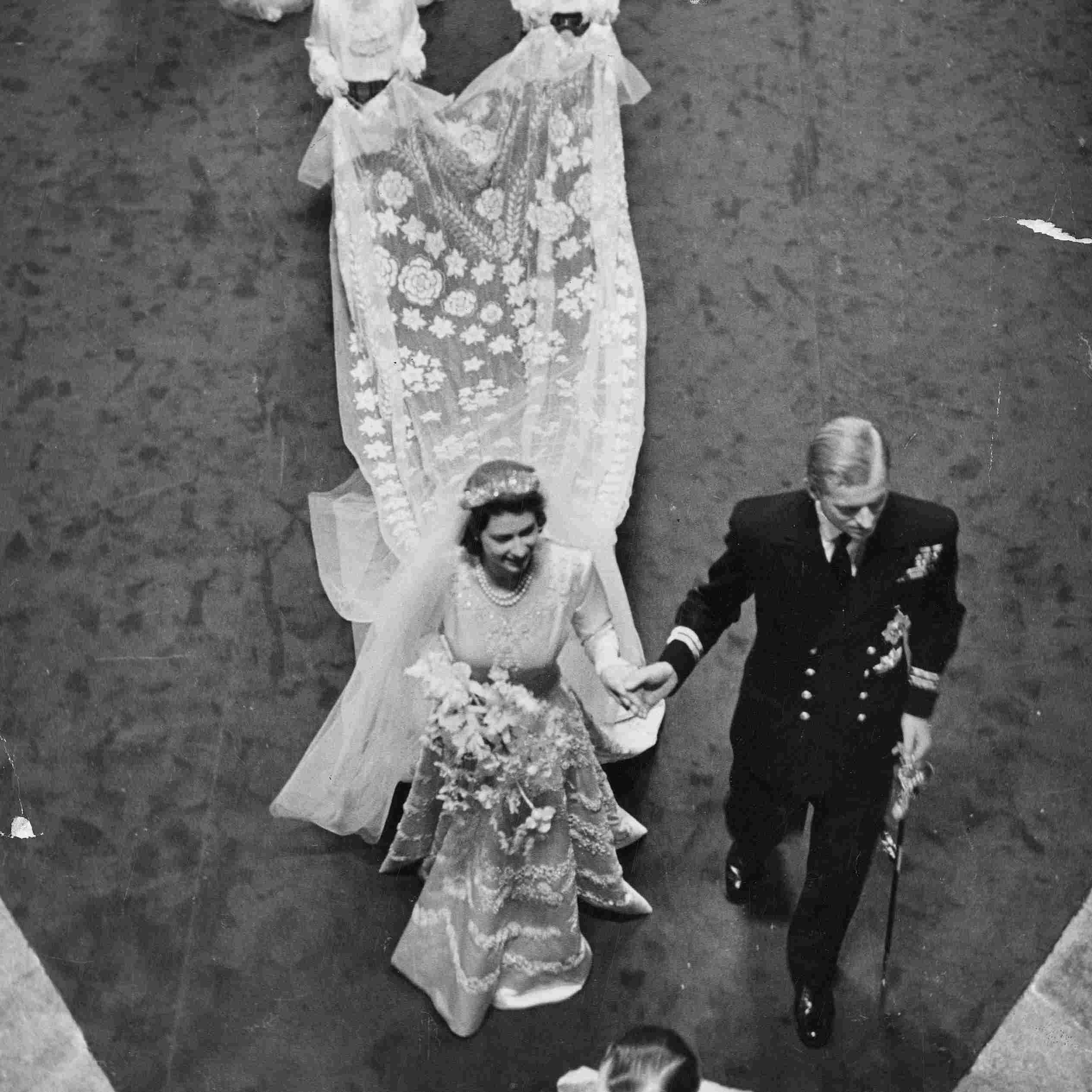 エリザベス2世女王は、1947年にフィリップ王子と結婚します