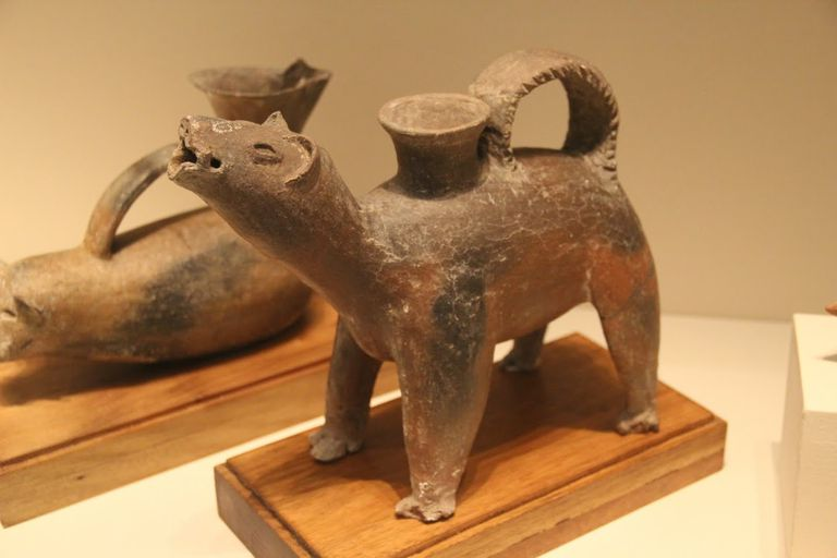 Neolithic dog-shaped pottery gui, Dawenkou Culture, Shandong