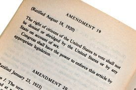 a page showing the 19th amendment of the constitution