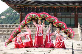 KoreanFolkDanceMultidashbitsviaGetty.jpg
