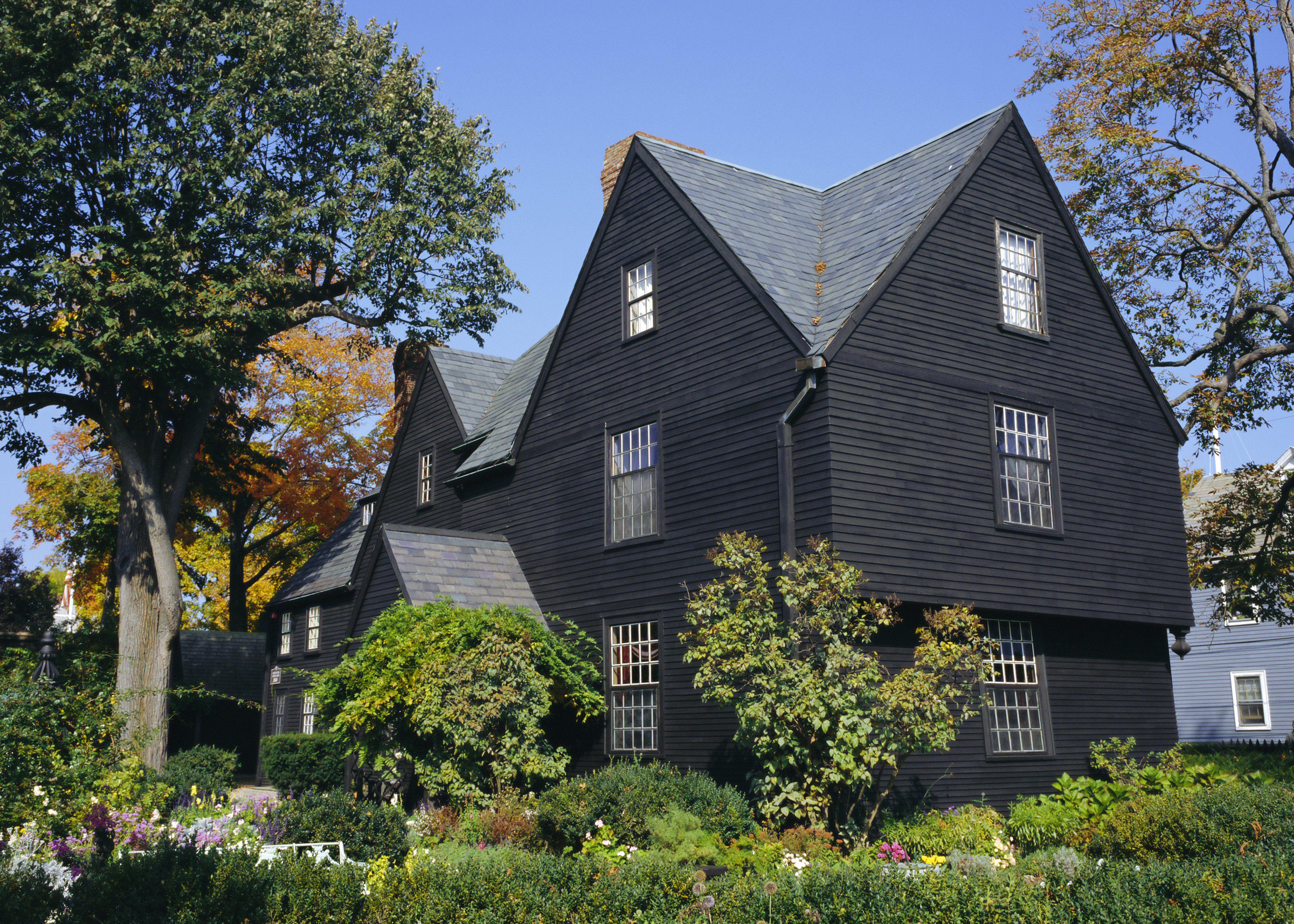 Casa de color oscuro de los Siete Tejados, 1668, Salem, MA, que se hizo famosa por Nathaniel Hawthorne
