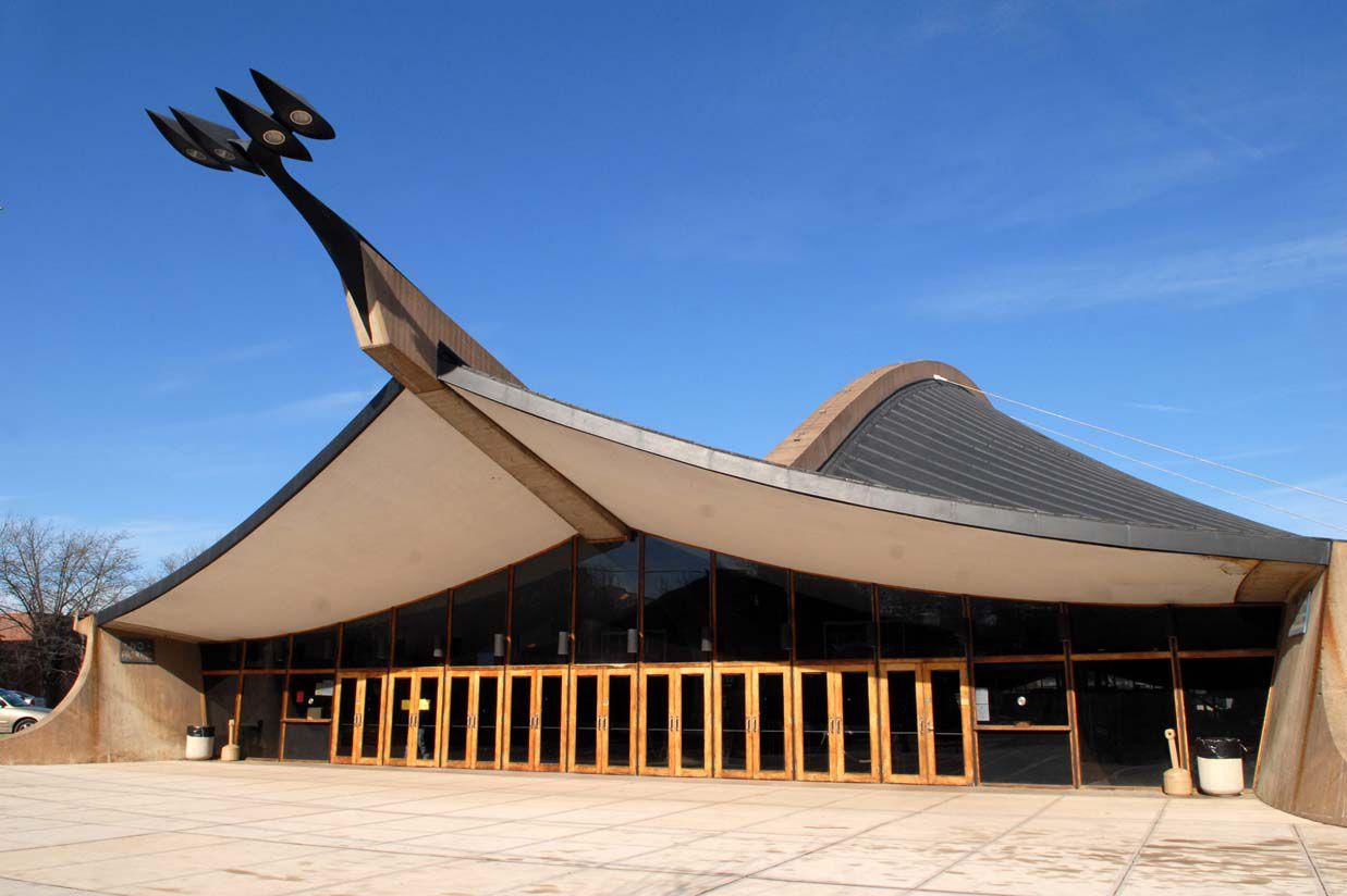 Yale University, David S. Ingalls Rink. Eero Saarinen, architect.