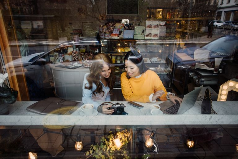 Two bloggers working in a cafe