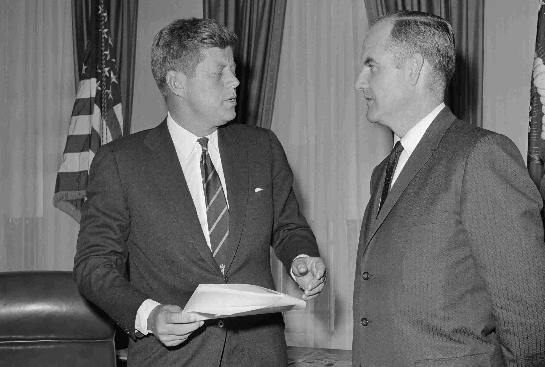 Foto von Präsident Kennedy und George McGovern