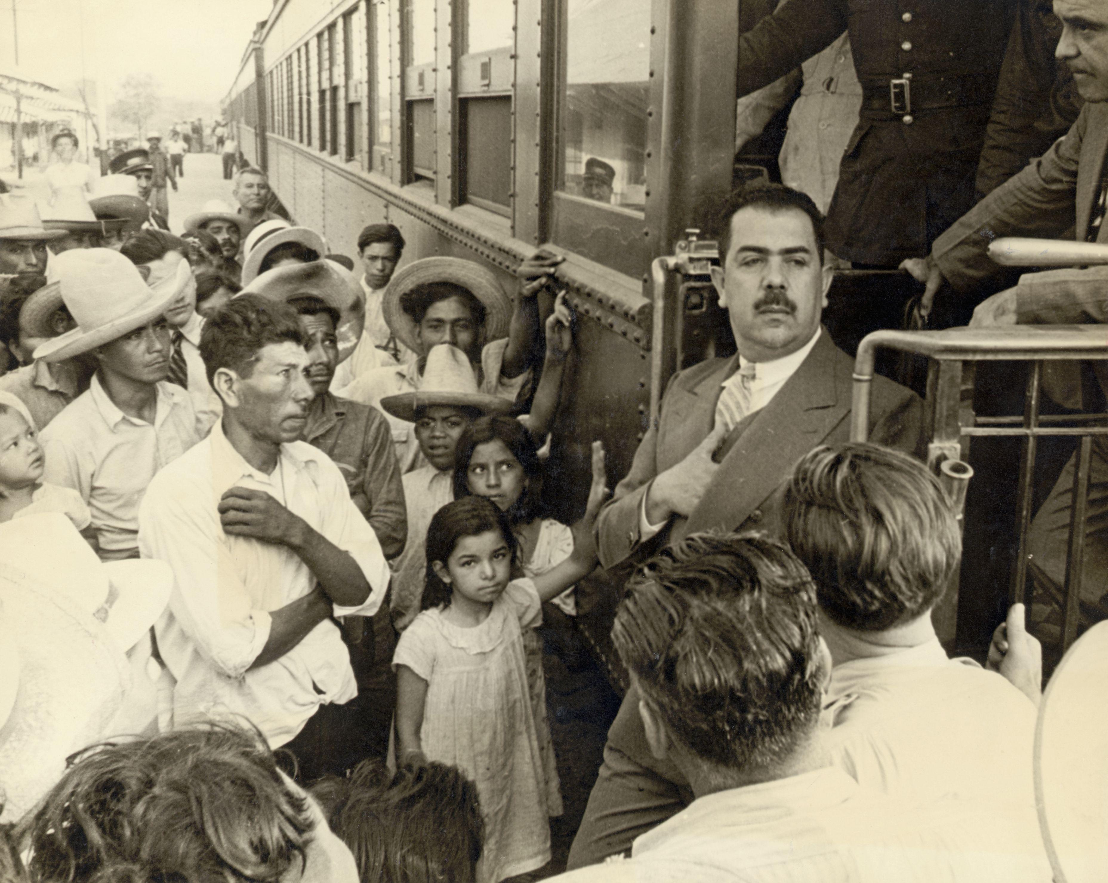 Ο Πρόεδρος Lazaro Cardenas του Μεξικού στο σιδηροδρομικό σταθμό