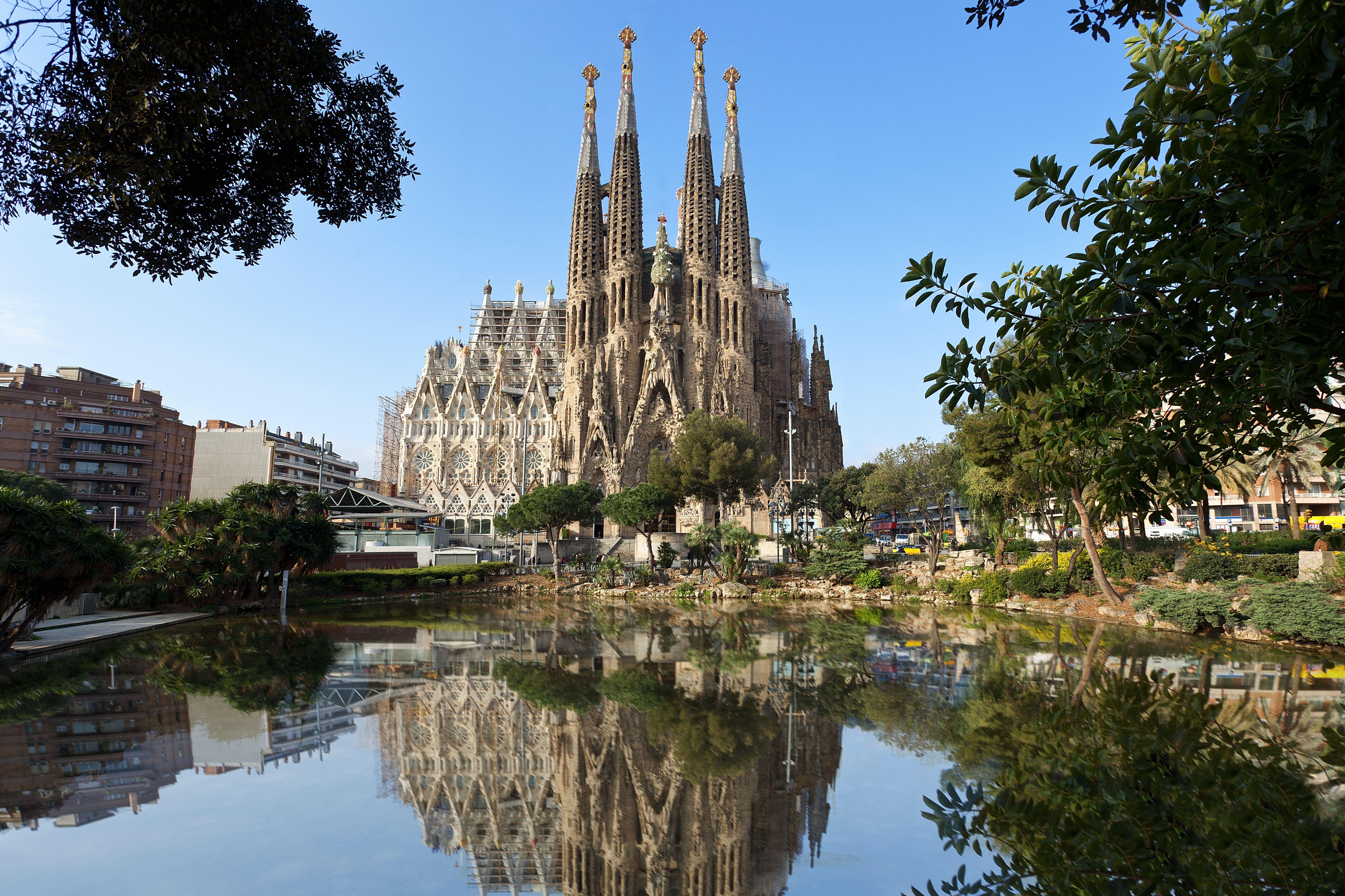 28be31736f La Sagrada Familia by Antoni Gaudí in Barcelona