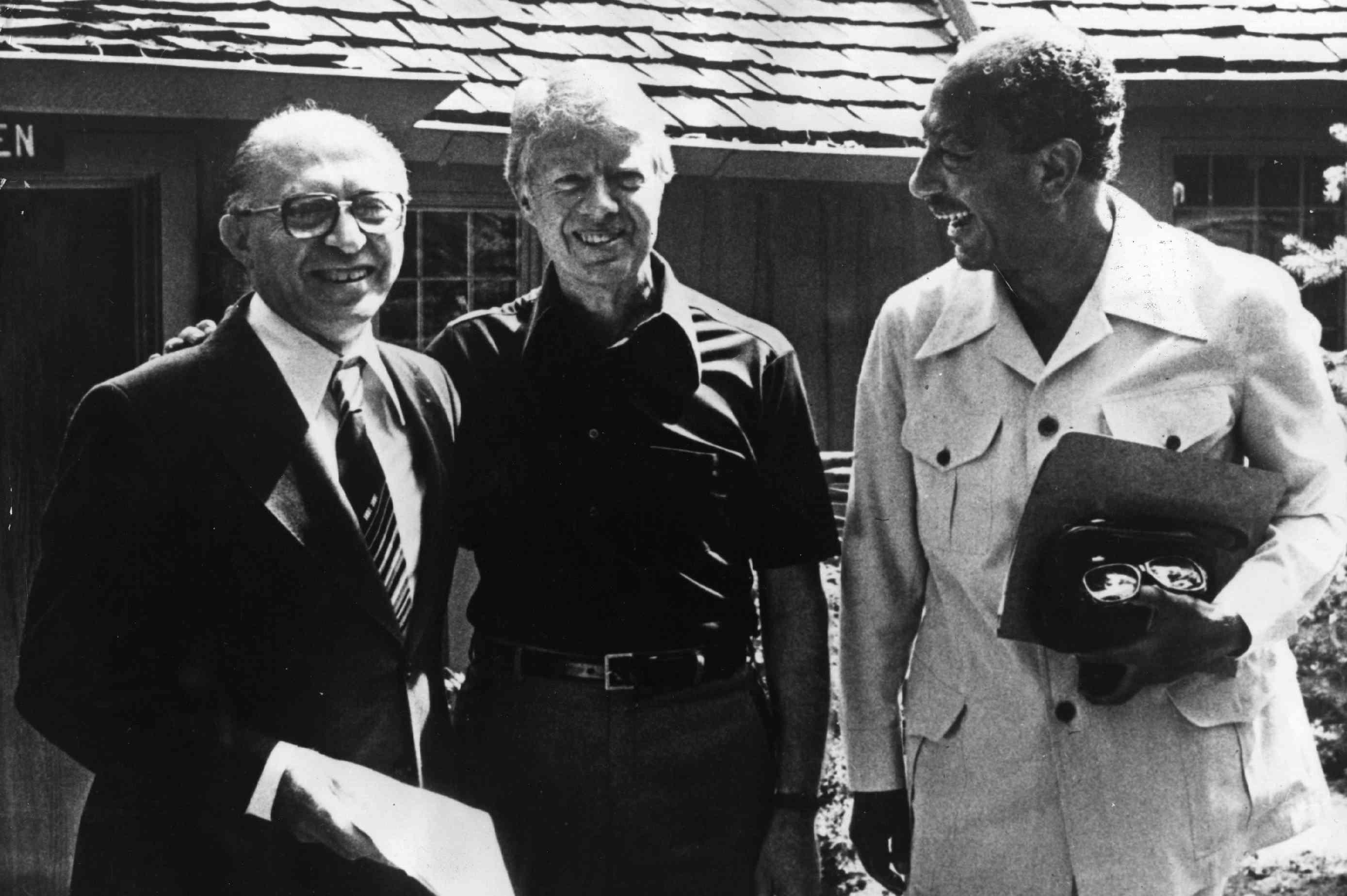 foto de Begin, Carter y Sadat en Camp David