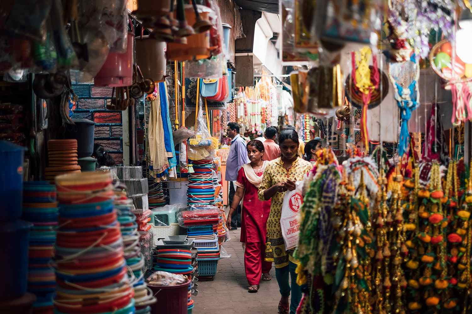 Shoppers in alley in Mumbai, India