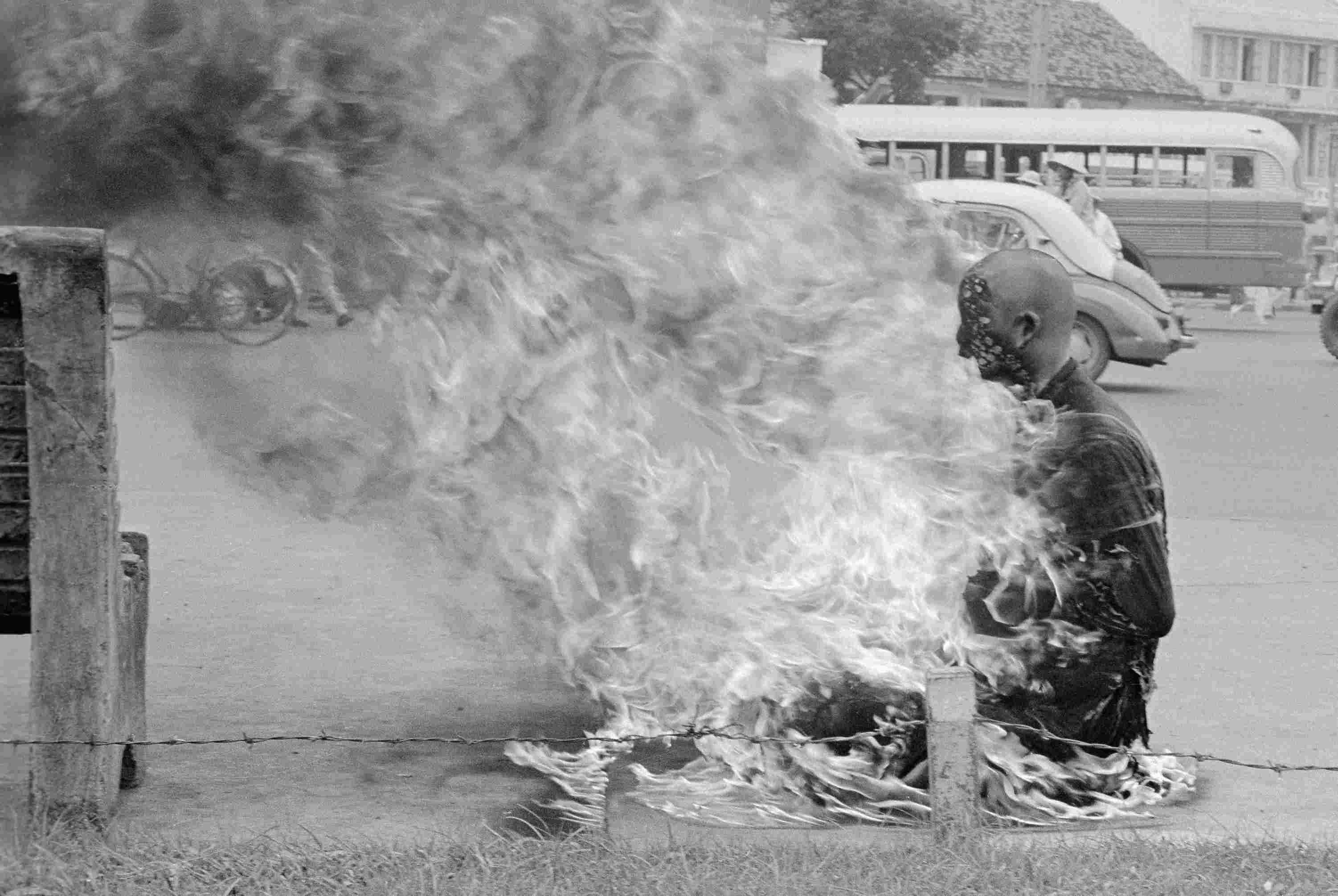 Vietnamese monk self-immolating