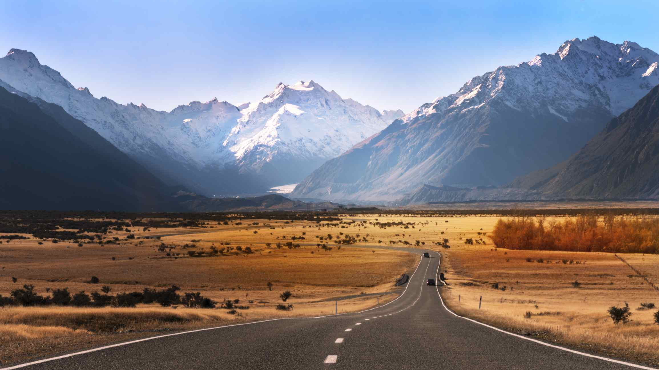 The road leading to Mount Cook visible in the end of the road