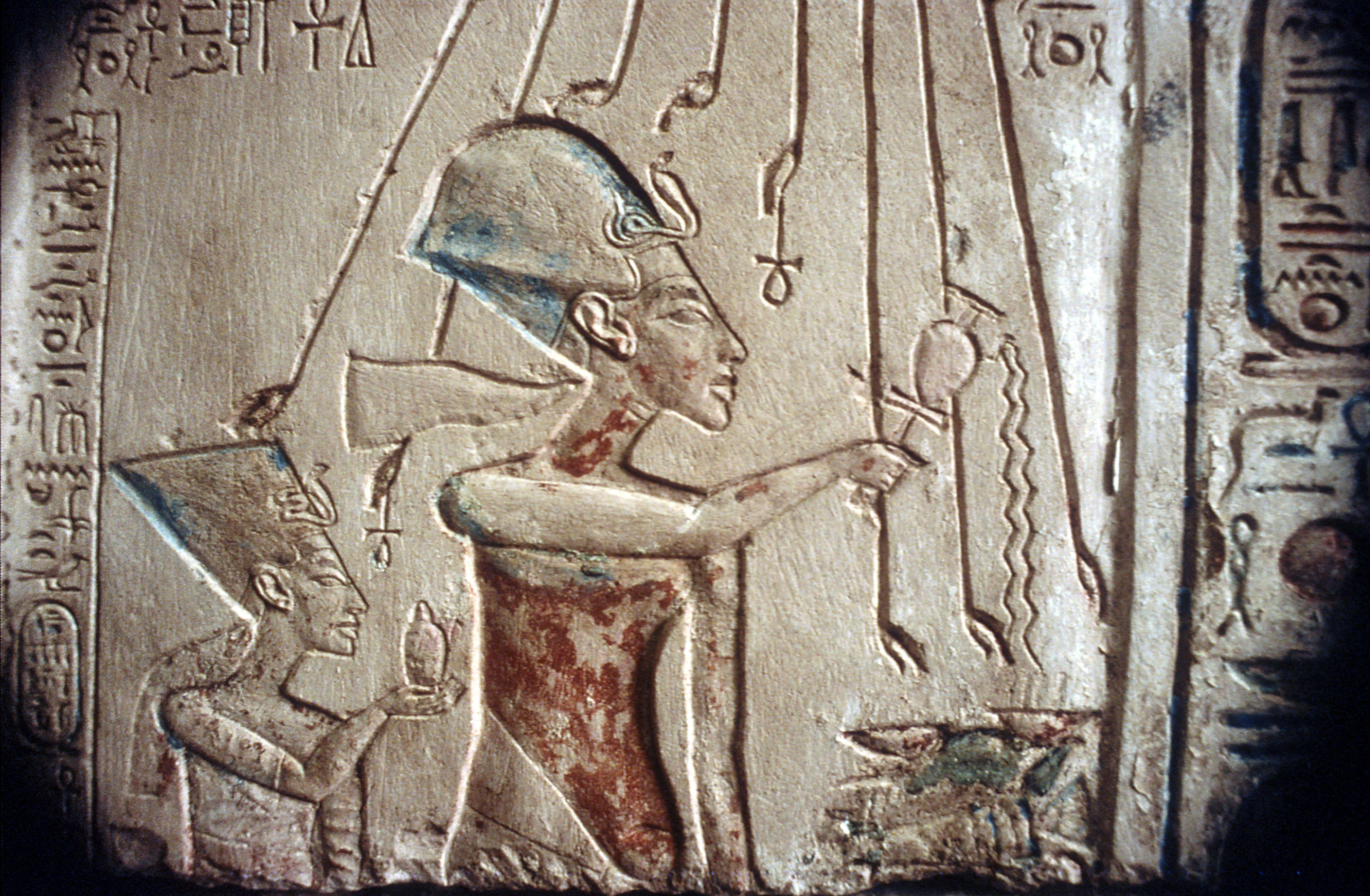 Akhenaten and Nefertiti - Amarna style!