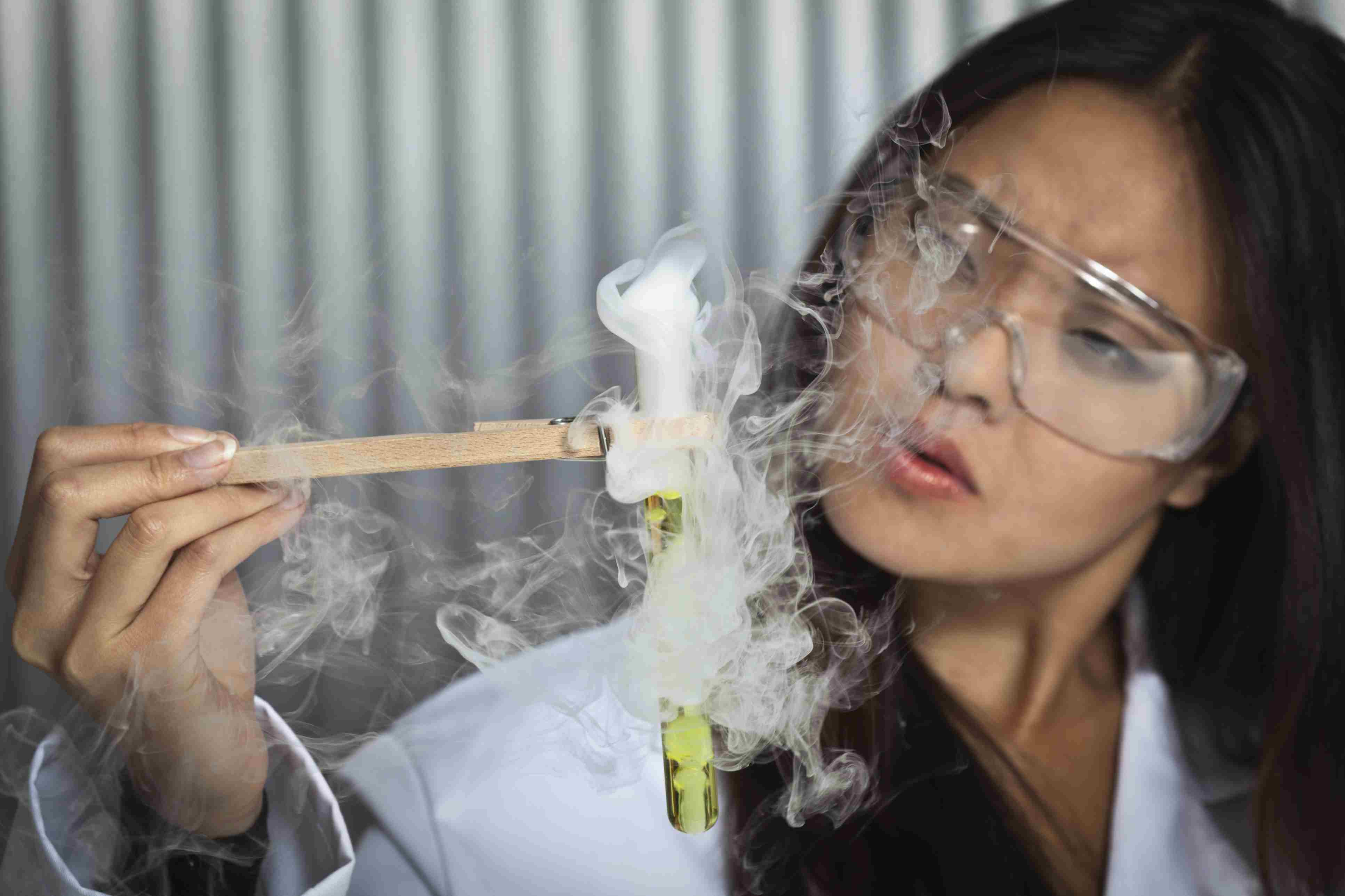 9 Worst Lab Smells - Stinky Laboratory Chemicals