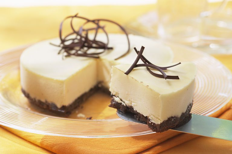 White chocolate cheesecake with brownie base
