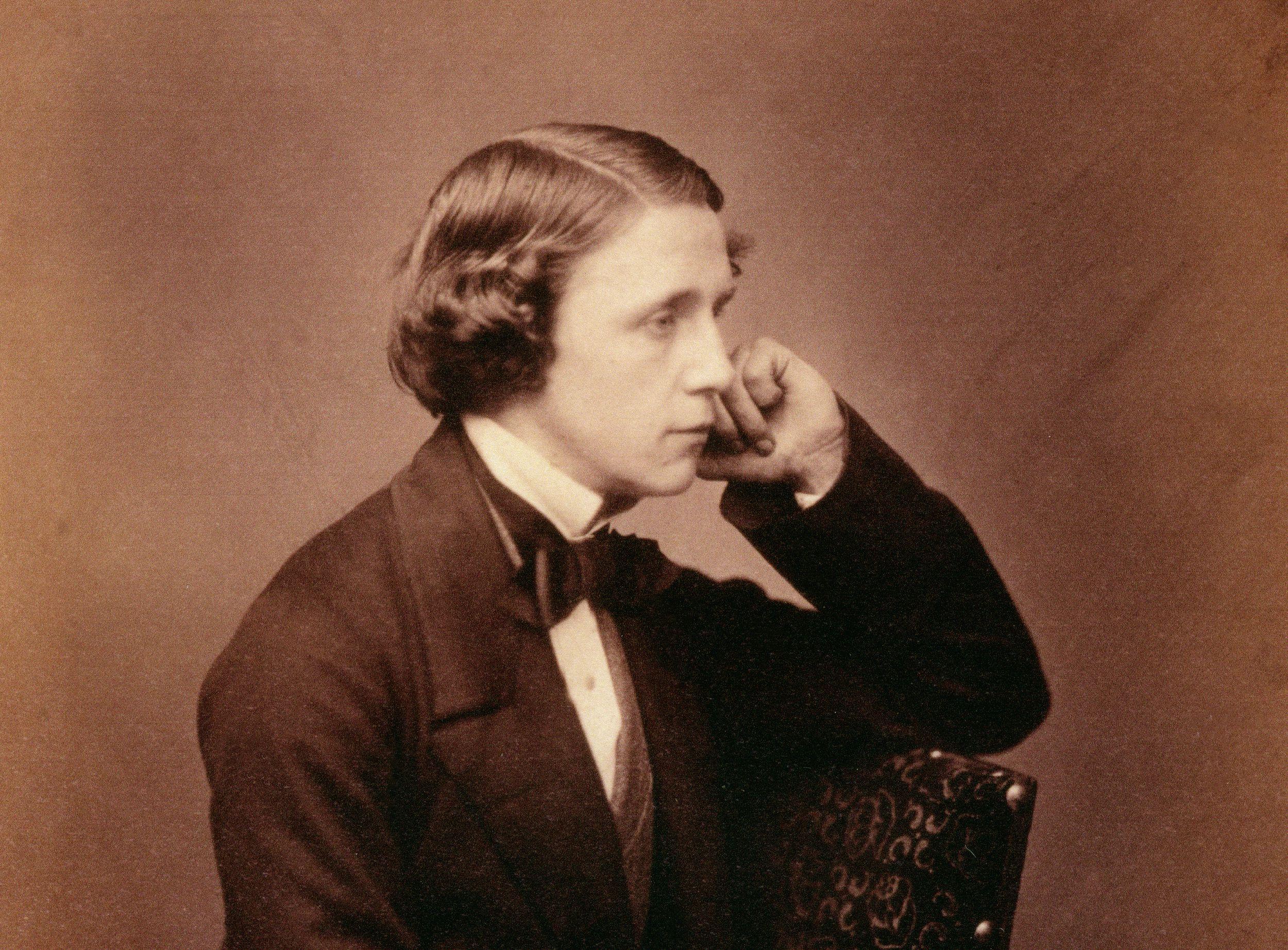 Biografia de Lewis Carroll, autor de livros infantis e matemático