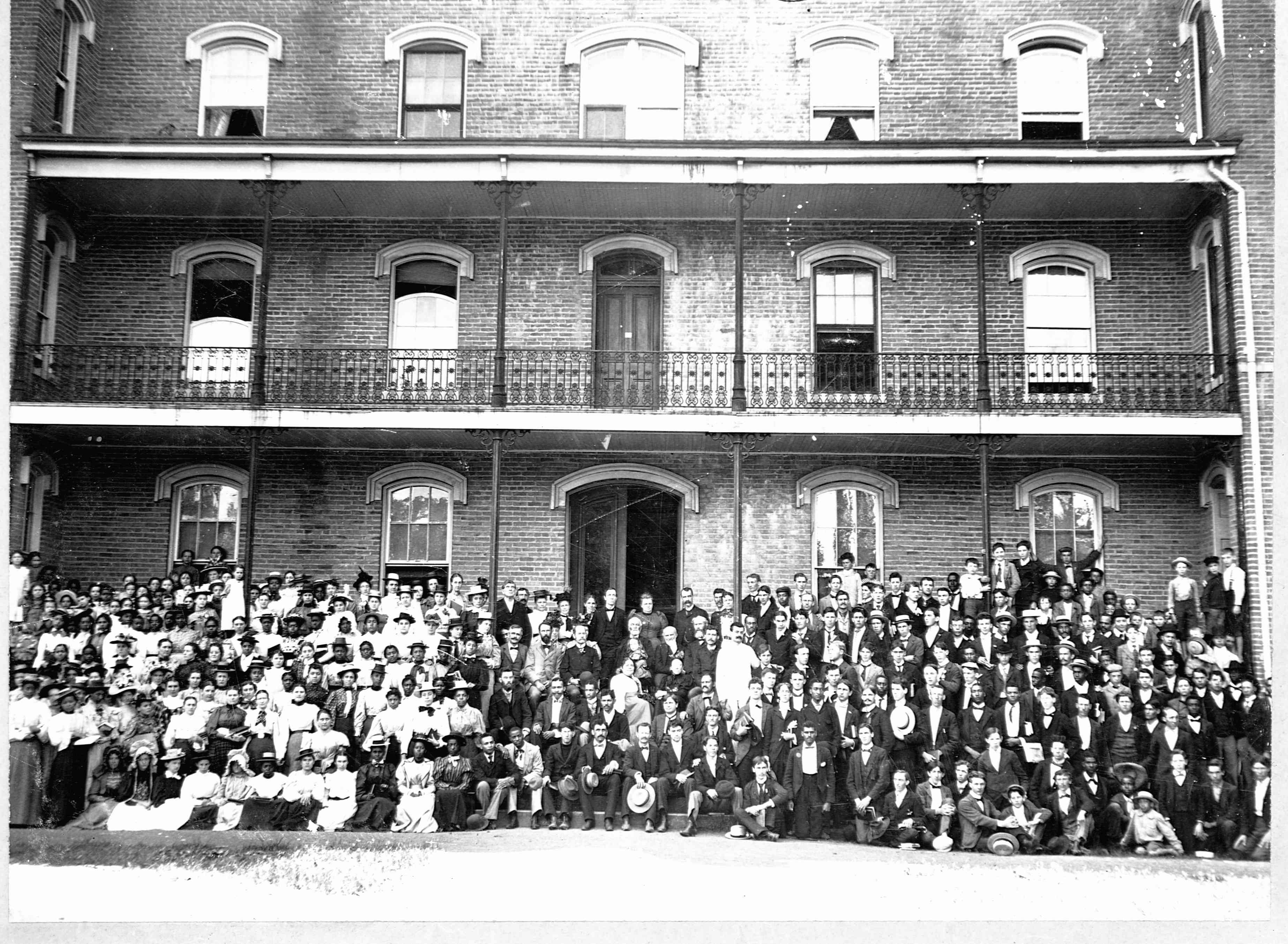 Group of students outside of Berea College