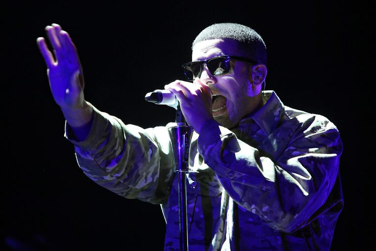 Drake rapping