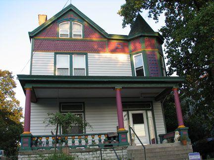 Cette maison 1898 était à l'origine une maison funéraire