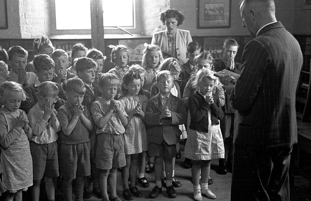 praying in school - 1024×661