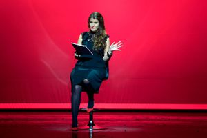 On a vibrant pink stage, Marlene Schiappa performs a Vagina Monologue