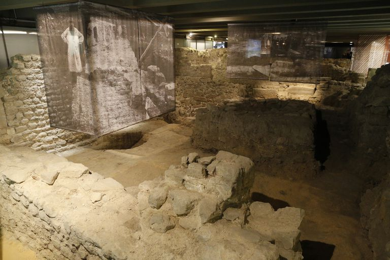 archaeological crypt
