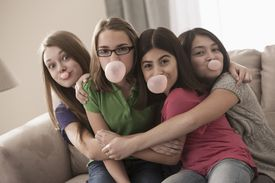 4 girls chewing bubble gum