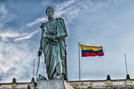 Simon Bolivar statue and Colombian flag