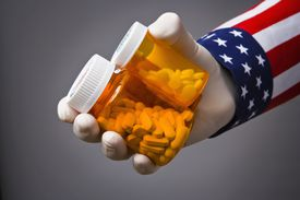 Recibir Medicaid puede dar derecho a no pagar cuota o arancel migratorio