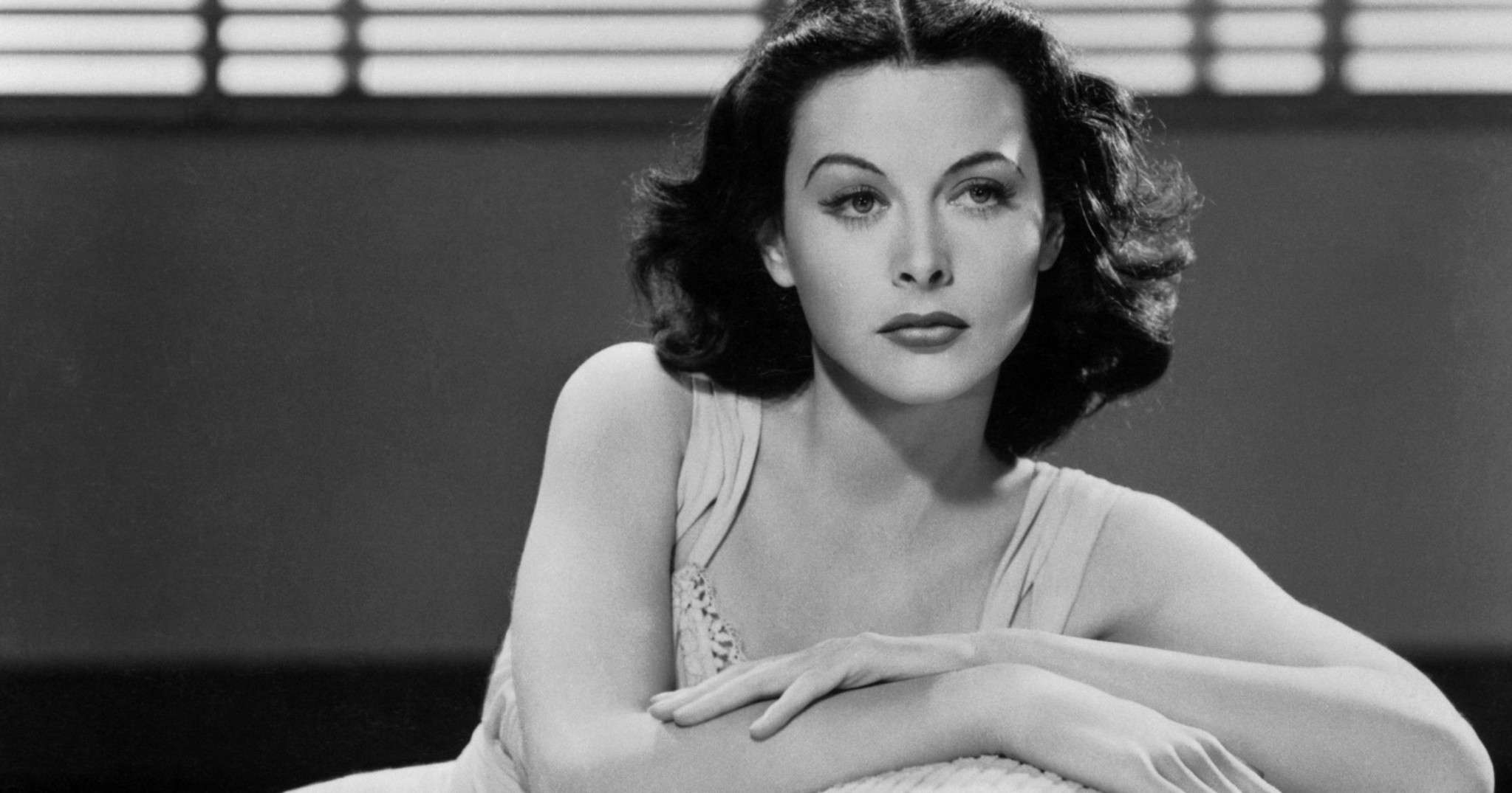 Black and white photo of Hedy Lamarr.