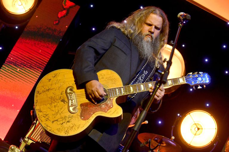 Jamey Johnson playing the guitar