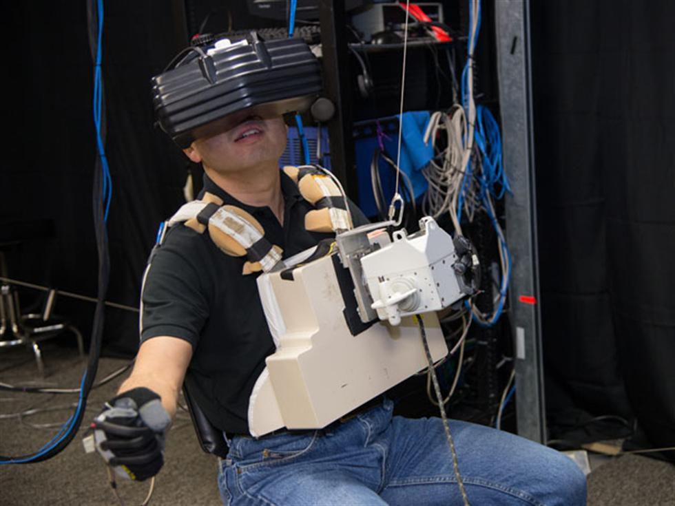 Astronaut Koichi Wakata training on VR.