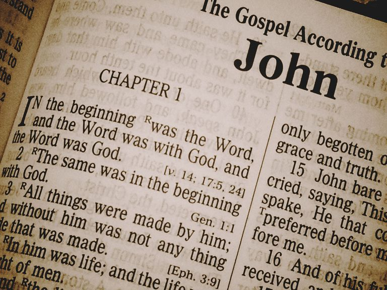 differences between john and the synoptic gospels