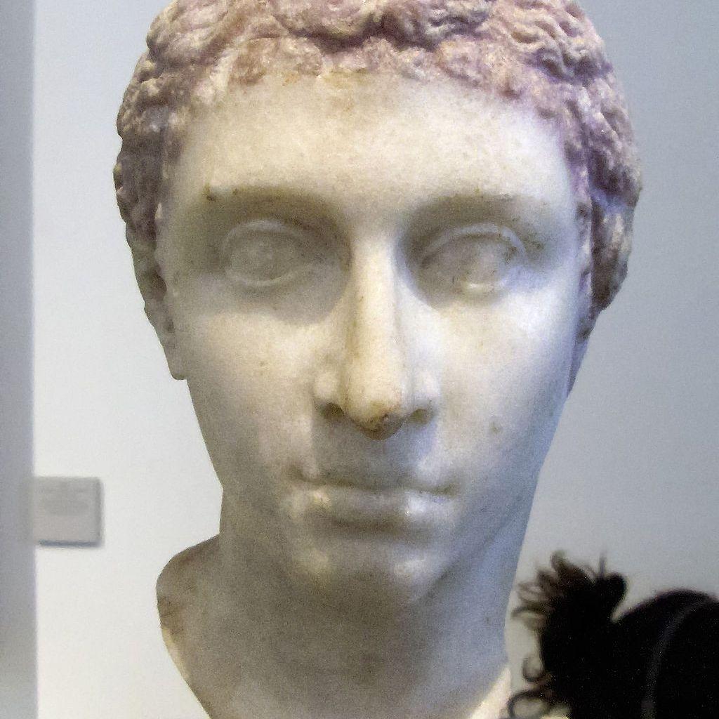 Tượng bán thân của Cleopatra