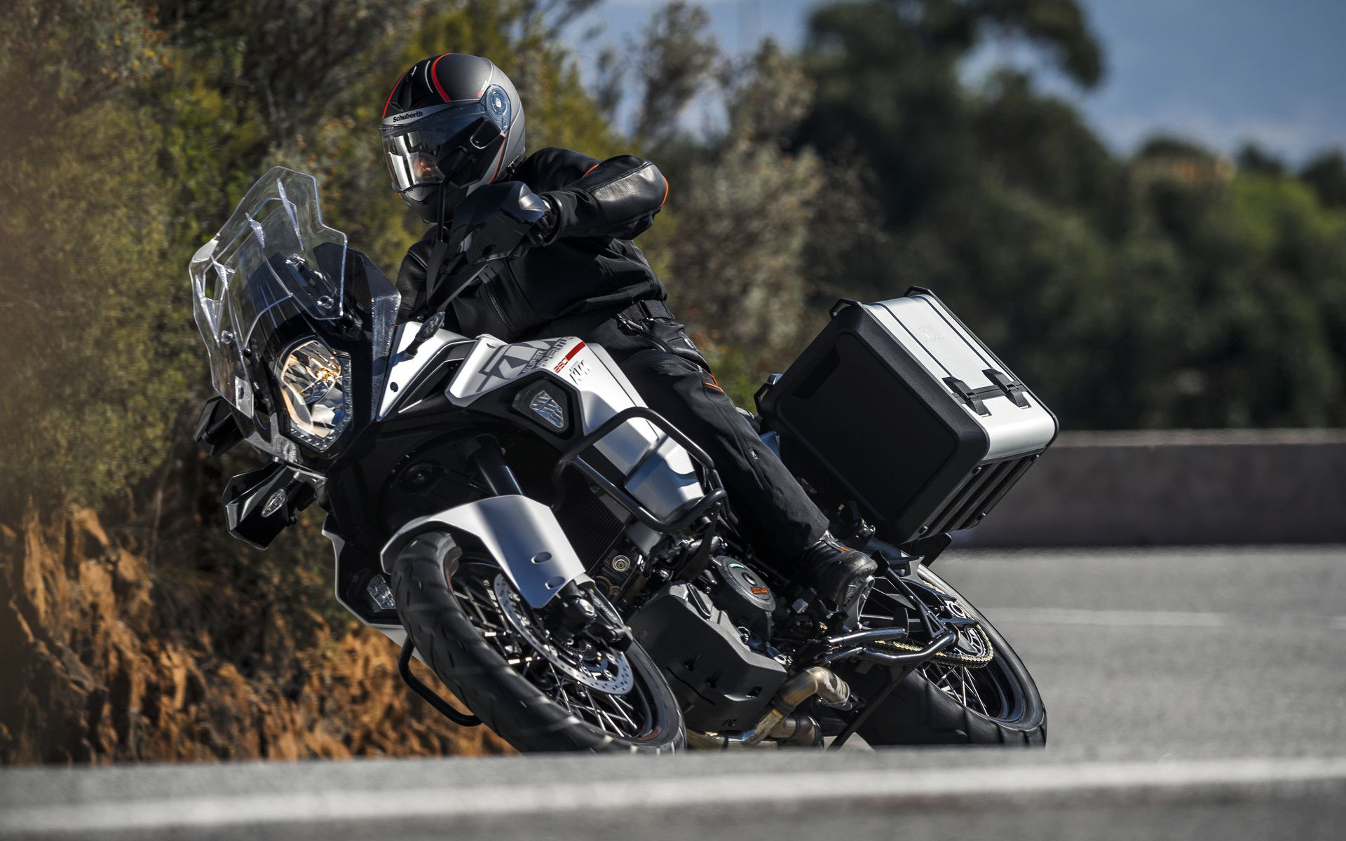 5 things you should know about the ktm 1290 super adventure. Black Bedroom Furniture Sets. Home Design Ideas