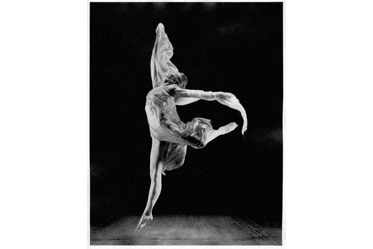 Isadora Duncan dancing with a scarf